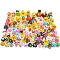 도매 어린이 목욕 장난감 떠 다니는 고무 오리 짜기 사운드 아기 샤워 20 / 50 / 무작위 스타일을위한 귀여운 사랑스러운 오리 LJ201019