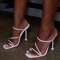 Sandales Femmes Snake Print Strappy Mule Heels Pantoufles High Flip Flops Carré Toe Slides Chaussures de fête Femme
