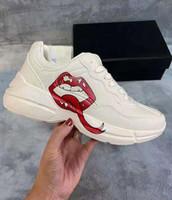 2021 Moda Rhyton Sneakers y mujeres zapatillas de deporte para mujer Diseñadores de lujosos hombres mujeres bajo corte blanco beige zapatos deportivos ocasionales 36-44