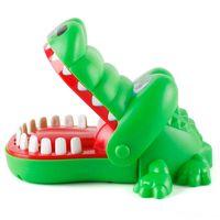 Большой рот крокодил с пальцами, кусающимися руками игрушечный акул ночной рынок ночной рынок детский родитель ребенок заворачивалась игрушка