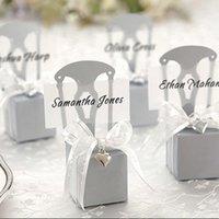 100pcs Lot De Mariage Faveurs Boîtes de bonbons Chaise Forme Place Carte Titulaire Papier Coffrets cadeaux avec carte Nom Ruban Heart pendant1