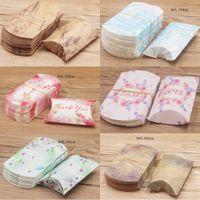 8x5cm Mini Caja de caramelo Forma de almohada Cajas de papel Kraft Cumpleaños de boda Baby Shower Favors Favores Suministro Paquete Bolsas de regalo de Navidad