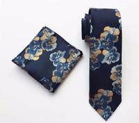 العلاقات القوس تصميم السادة العنق الأزهار مجموعة الأزرق الداكن مع أزياء زهرة نمط الجيب مربع