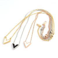 Cadenas Collar de acero inoxidable Diseño clásico V Letra Colgante para mujer Joyería de Lujo Femenina Top Calidad1