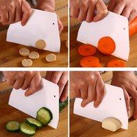 Kunststoff-Trapez-Schaber weiße Sahne-Kuchen-Fräser einfach bequem und sicheres Gebäck-Spatel-Küchenzubehör 0 17LC L2