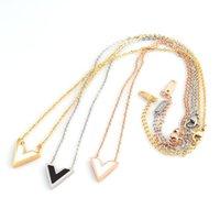 Cadenas Collar de acero inoxidable Diseño clásico V Letra Colgante para mujer Joyería de Lujo Femenina Top Calidad