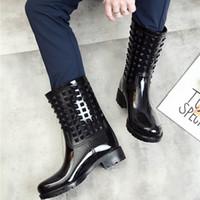 ماء أنثى pvc منتصف الأحذية النساء الأزياء والأحذية 2020 حار نمط الفتيات المطر قوارب Q1216