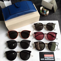 Marte New Moda Style V Brand GM Occhiali da sole da uomo Donne Donne Design Design quadrato Absente Occhiali da sole UV400 Oculos de Sol Feminino 62-18-158