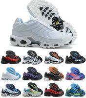 2021 AIR PLUS MENS TN Koşu Ayakkabıları Yüksek Kalite Üçlü Siyah Beyaz TN Maxes Chaussures Requin Homme Dumanlı Gri Tasarımcı Sneakers Eğitmenler