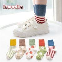 Lawadka 5Pairs / Pack Dot Calcetines para niños Casual Sport School Calcetines para adolescentes Casual algodón bebé niñas niño calcetín Edad para 1-12 años LJ201216