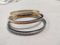 Ucuz Fiyat Yüksek Kalite Tasarımcı Altın / Gümüş / Gül Altın Bilezik Paslanmaz Çelik 3 adet Bir Set Bilezikler