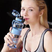 Uzspace زجاجات المياه الرياضية المحمولة مانعة للتسرب شاكر زجاجة الفاكهة عصير الشاي infuser تريتان البلاستيك drinkware 500ml / 1l BPA مجانا T200102