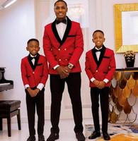 Зарезанный отворот кольцевой носитель мальчика формальный износ смокинги одна кнопка Детская одежда для свадьбы (красная куртка + черные брюки + лук)