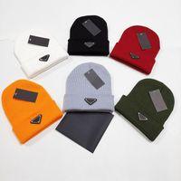 2020 оптом Beanie новые зимние колпачки шляпы женщин и мужчин шаполообразны с реальными помпами енота из енотных помпонов теплые девушки кепки Snapback Pompon Beanie