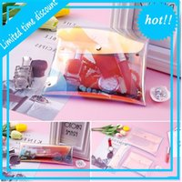Chaud Nouveau bouton de maquillage pour femmes à la mode Femme de maquillage Flash Laser Holographic Porte-crayes Papeterie Sacs Multipurpose