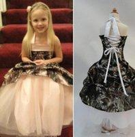 NUEVO Vestidos de niña de flores de camuflaje para el cuello halter de la boda Cordón de cordón de encaje hacia arriba Ruffles Satin Kids Primeros vestidos de comunión sagrada personalizada