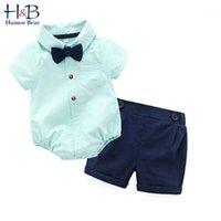 유머 곰 여름 소년 의류 세트 신사 옷깃 줄무늬 jumpsuit 티셔츠 + 반바지 + 나비 소년 패션 유아 아기 아이들의 clothes1