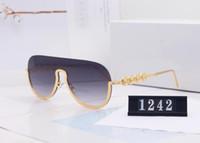 2020 nuevas gafas de sol de lujo y diseñador para mujeres y mujeres gafas de sol de oro marco cuadrado marco de metal deportes al aire libre estilo retro clásico con estuche