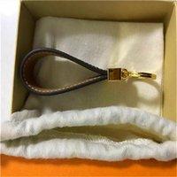 High Qualtiy 4 Colores Diseñador Fashion Famosa Hecho A Mano Cuero Cuero Llavero Llavero Bolsa Charm Accesorios Colgantes con caja