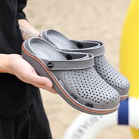 Men Sandals 2019 Crok Adulto Clogs Crocse Crocks shoes EVA Sandalias Summer Beach Shoes Slippers Cholas hombre Bayaband Croc Y200702