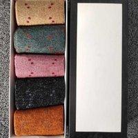 클래식 편지 양말 여성 패션 양말 캐주얼 코튼 양말 캔디 컬러 편지 인쇄 양말 5 쌍 / 박스