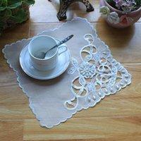 マットパッド刺繍プレースマットビーズチュールレースマットコーヒーテーブルカバーアクセサリーパーティーコースターズドリンクスプレイスホワイトプレースマットEQ201