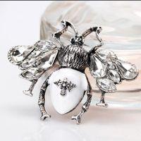 New Rhinestone Pearl Bee Fashion Ley Dripping Oil Insect Brooch Lettera Pin Camicia Suita Corsage Uomini e Donne