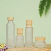 Bouteilles de crème de la lotion de verre de verre givré de la lotion ronde cosmétique poteaux de pompe de lotion de la main avec bouteilles de bouchon à grains de bois HHA3475