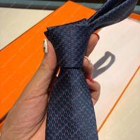Cravate de soie Cravates Mens Luxurys Designers Cravate Cris de Disño Mujeres Cétines Design Femmes CEINTURE HOTSALE 20121506L