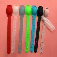 Silikon-Hand Sanitizer Armband-Squeeze enthalten Flaschenflüssigkeit Seifenspender Armbänder Neues Bad Tragbare Sprüharmband 2 5YY G2