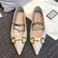 2020 Sommer und Herbst Neue Designerin Frauen Kleid Schuhe Mode Marke Zeigte Schuhe Metall Brief Luxus Lady Flat Freizeitschuhe Größe 35-41