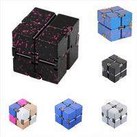 LRGJA Kristall Halskette Anhänger Metall Dekompression Cube Cube Infinite Aluminiumlegierung Cube Elegant Aurora Clavicle 2x2 Rubik's Rubik's