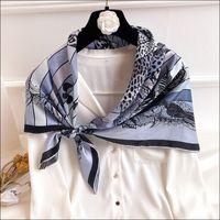 """Écharpe satin pour cheveux foulards de la soie de soie féminine pour femme laminée à la main Écharpe 90 Foulard Luxe """"Jungle Love"""""""