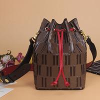 En Kaliteli Crossbody Kova Çanta Moda Mektubu Kabartmalı Deri Çanta Çanta Kadın İpli Omuz Çantası Ayrılabilir Kayış Büyük Kapasiteli