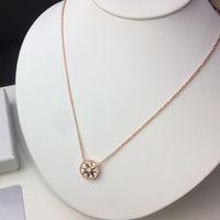 Rose Gold 925銀の8つの尖った星のフリティのコンパスネックレスペンダント女性のためのデザイナーファッションジュエリー