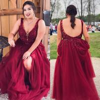 Borgogna Plus Size Backless Abiti Formali Sheer Pultunging Collo Pizzo Appliqued Split Laterale Abiti da sera A-Line Cheap Tulle Beaded Prom Dress