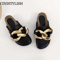 Diseño de marca Mujer Slipper Fashion Big Gold Cadena Sandalias Sandalias Zapatos Redondos Toe Slip en Mules Talón plano Tallo Casual Slides Flip Flops 2021 Y1120