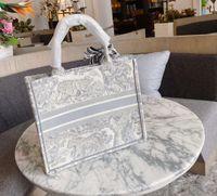 2021 bordado 3d threedimensional tigre padrão grande capacidade de luxo grande marca sacola bolsa de mão handmade Doubleside