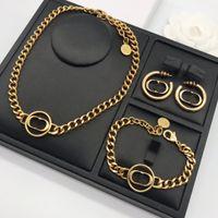 Lüks Takı Kadın Tasarımcı Kolye Altın Zincirleri Elmas Mektup Kolye Kolye Küpe ve Bilezikler Suit Sıcak Moda Takı ile