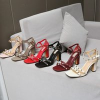 2021 Sıcak Satış Yeni Avrupa Kadınlar Perçinler Sandalet 9.5 cm Yüksek Perçinler Moda Sandalet Boyutları 35-41 Tam Paketleme Ile En Kaliteli