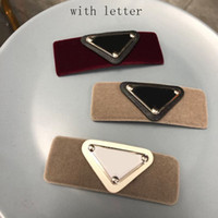 Heißes Leder Dreieck Haarclip mit Stempel Frauen Mädchen Dreieck Brief Barrettes Mode Haarschmuck Hohe Qualität