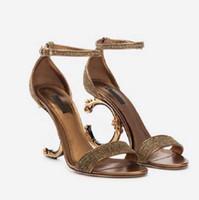 2021 Sandálias Sandálias de salto alto para mulher genuína Bombas de vestir couro com sandálias de calcanhar esculpido barroco tamanho 35-41 com caixa 10 02
