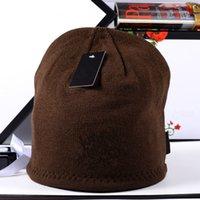 Otoño invierno marca sombreros 2020 con etiqueta sombrero de punto para hombres y mujeres al aire libre cálido bordado tapa de lana