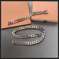 Europa América Moda Hombres Plata y Dorado Hardware de color Esmalte Cristal grabado V Inicialidades Enlace de cadena Juegos de pulsera de collar con mp2634