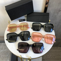 2021 Giovani occhiali da sole di moda europeo Donne all'ingrosso Mens Sunglasse UV400 Glass Sunglass Designer Designer Glasses with box