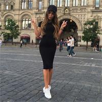 Kadın Bodycon Elbiseler Yaz Seksi Yeni Fitness Siyah Ekip Boyun Kısa Kollu Kılıf İnce Diz Boyu Elbise