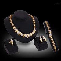 Conjuntos de joyas de la declaración de moda para las mujeres African Boda Compromiso Joyería Juego Oro para mujer Collar Pendientes Pulsera Ring1