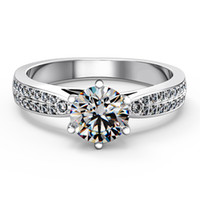 PT950 Estampado 1CT STAR STRILLIANT STERLING STERLING ANILLO PARA LAS MUJERES NSCD Simuló el anillo de diamantes Micro pavimentado Envío rápido de los EEUU
