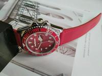 Whosales جديد أزياء المرأة رجل الساعات الأحمر الوردي الجلود التجزئة عالية الجودة ووتش الذكور الفاخرة المعصم أعلى تصميم ساعة طاولة لطيفة