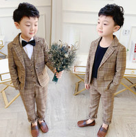 Niños conjuntos de cuadros de inglés Inglaterra Child Child Lapel Blazers Outwear Waistcoat Pantalones 3 unids niños Equipos de caballero Boy Ropa Ropa A5373